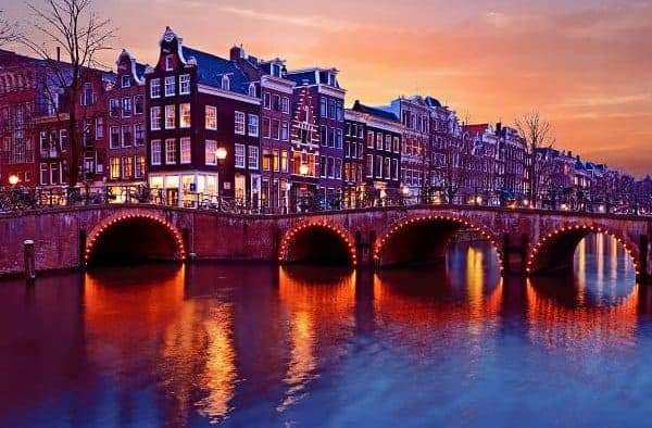 Grachten Amsterdam - mediator Amsterdam